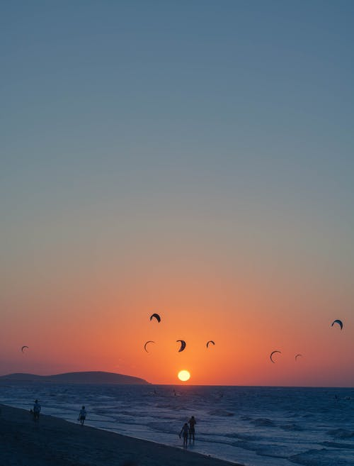 Foto d'estoc gratuïta de a l'aire lliure, aigua, alba, amb silueta