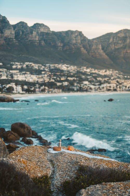 Fotos de stock gratuitas de costa, manta de picnic, orilla del mar