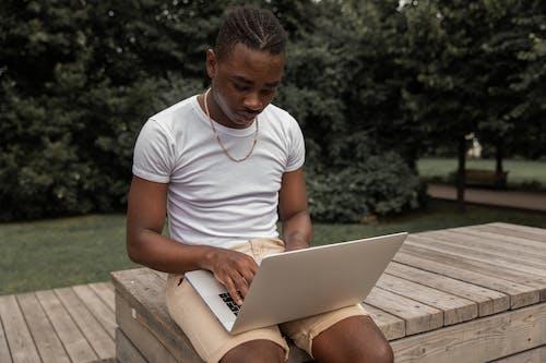 Безкоштовне стокове фото на тему «афро, афроамериканський чоловік, блогер»