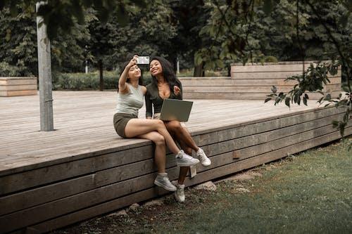 Kostenloses Stock Foto zu asiatische frau, attraktiv, aushängen