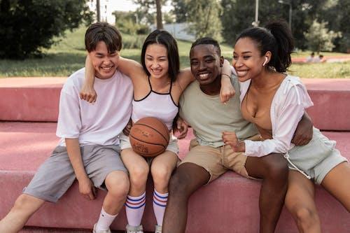 Immagine gratuita di abbraccio, activewear, adolescente
