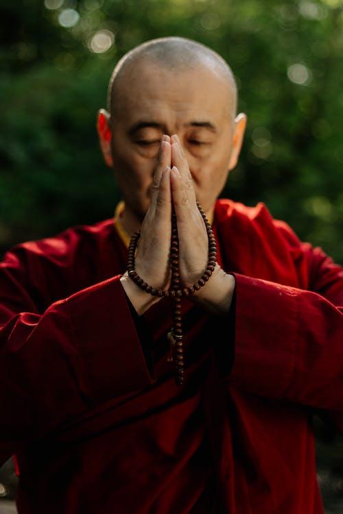 Kostenloses Stock Foto zu asiatisch, augen geschlossen, beten