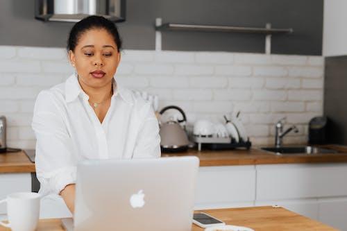 Ingyenes stockfotó afro-amerikai, beltéri, dolgozó témában