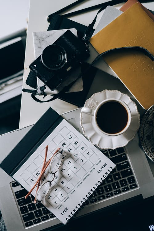 Fotos de stock gratuitas de café, contemporáneo, cruasán, cuaderno