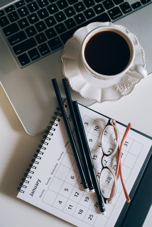 Fotos de stock gratuitas de agenda, café, calendario, composición