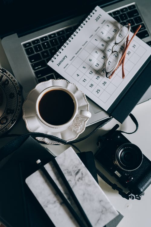 Fotos de stock gratuitas de café, cruasán, cuaderno, datos