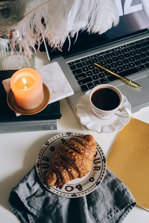 Základová fotografie zdarma na téma blok, čaj, čokoláda, croissant