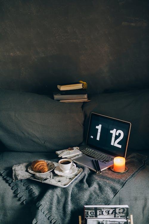 Fotos de stock gratuitas de abandonado, adentro, café, calendario