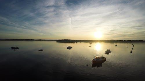 Darmowe zdjęcie z galerii z duthuyen, jezioro, krajobraz, łódź