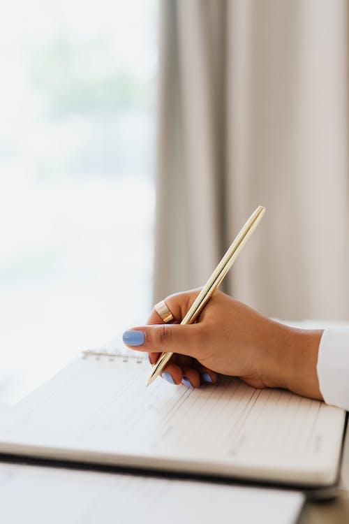 Immagine gratuita di avvicinamento, mano, notebook