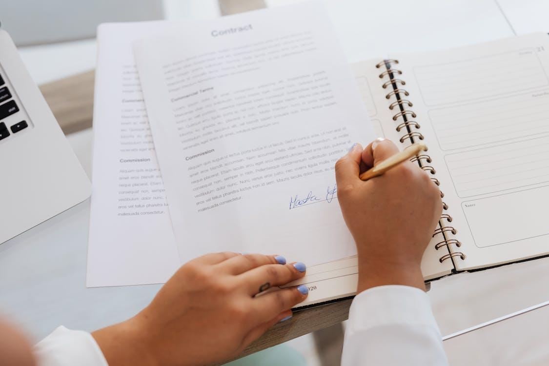 Ingyenes stockfotó akták, aláírás, alku témában
