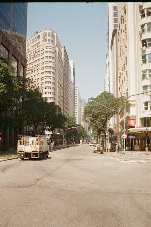 açık hava, bina, cadde, dış mekan içeren Ücretsiz stok fotoğraf