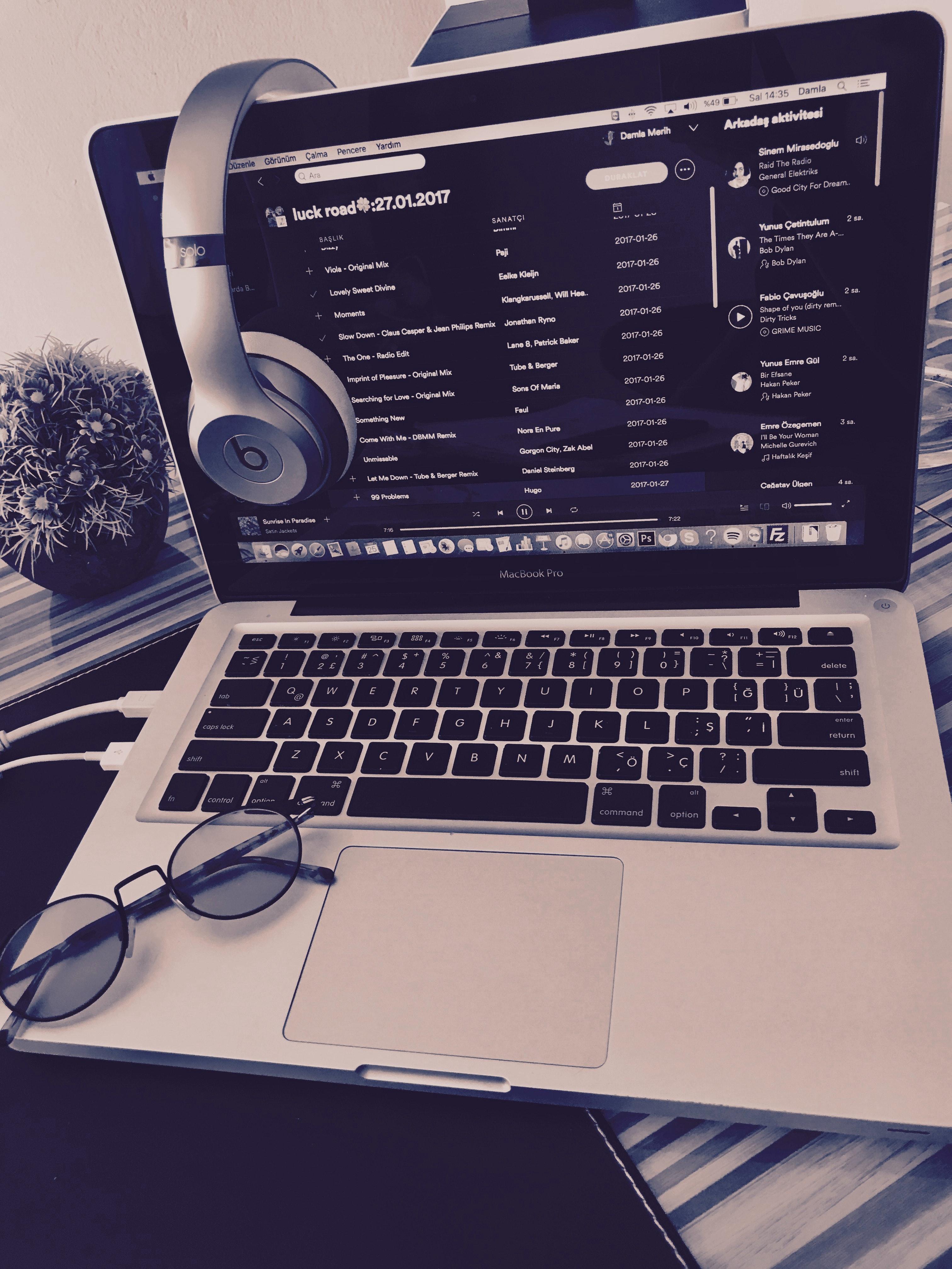 Free stock photo of Beatsolo3, live music, macbook pro