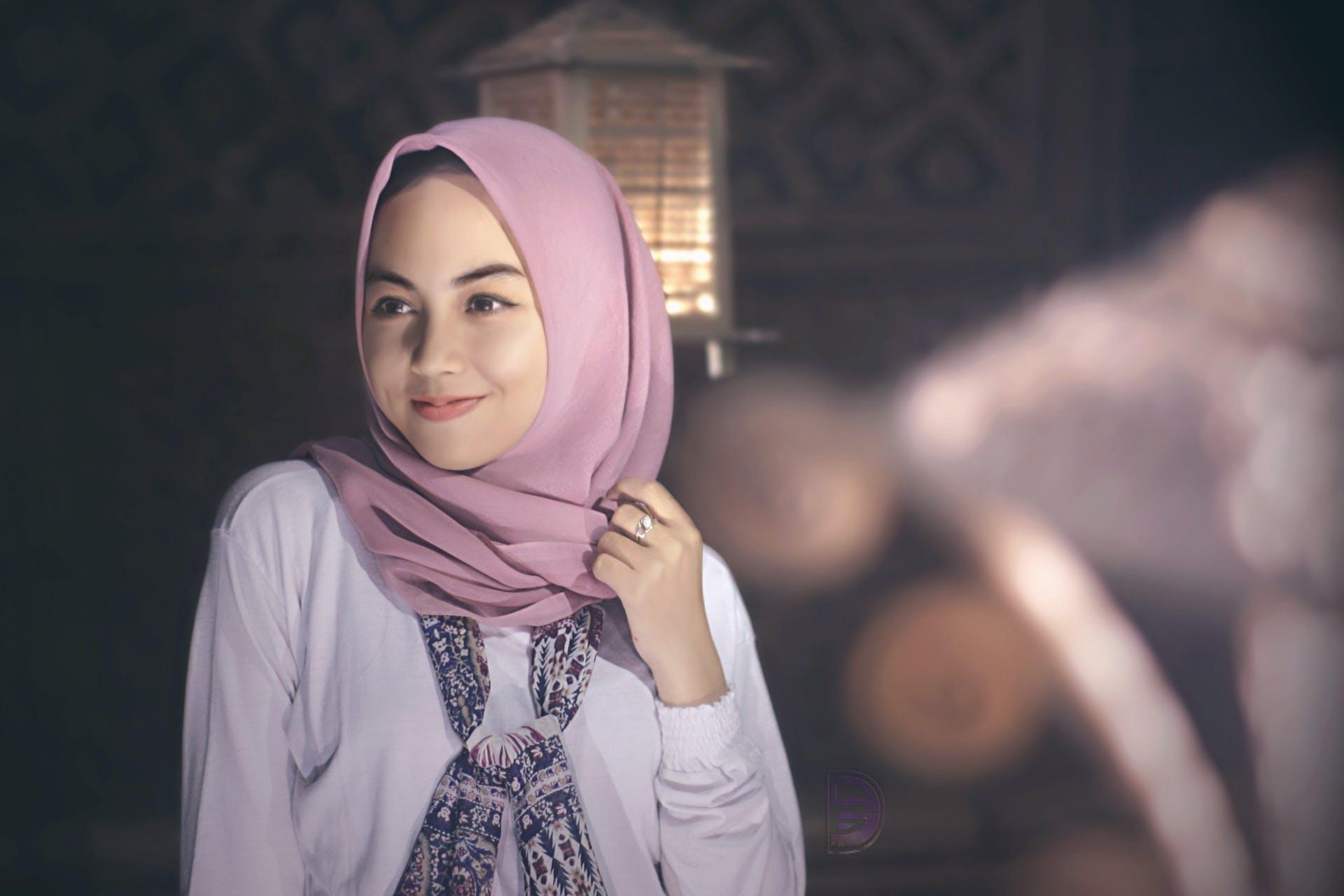 Gratis lagerfoto af attraktiv, elegant, halstørklæde, hijab