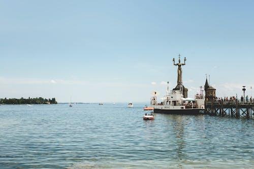 Kostenloses Stock Foto zu blauer himmel, boot, brücke, dock