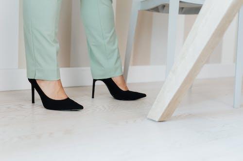 คลังภาพถ่ายฟรี ของ ดำ, รองเท้า, รองเท้าส้นสูง