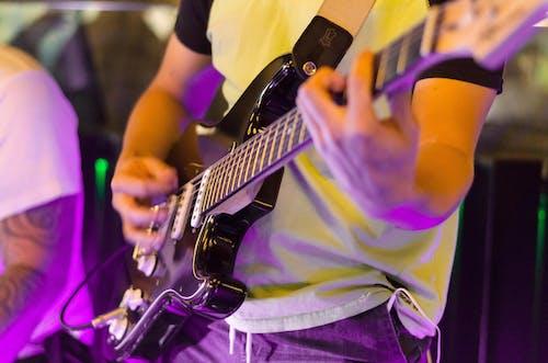 Photos gratuites de fermer, guitare électrique, individu