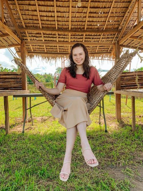 亞洲, 交叉的双腿, 坐下 的 免费素材图片