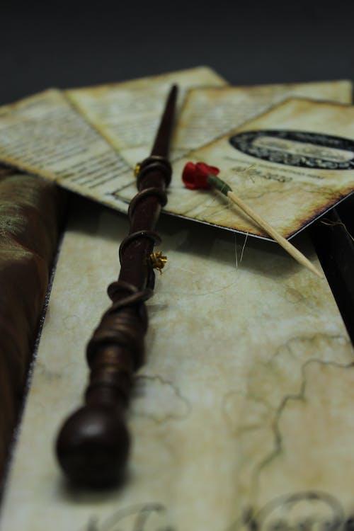 Immagine gratuita di bacchetta magica, biglietti, carte