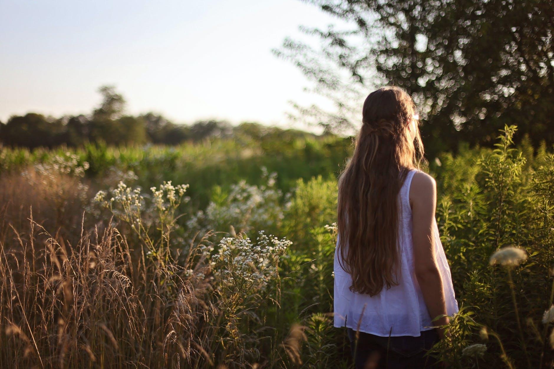 фото красивых девушек на природе вид сзади все-таки появление
