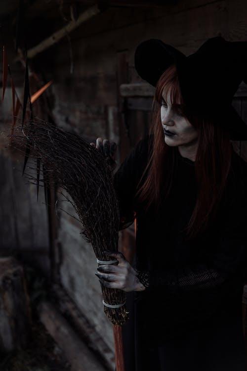 Czarownica Naprawiająca Miotłę