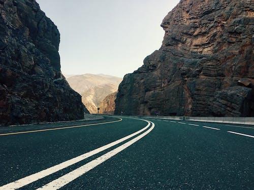 Бесплатное стоковое фото с гора, джабель джайс, дорожный указатель, дубай