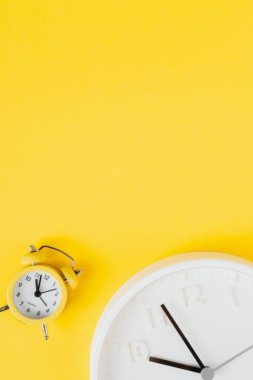White Round Analog Wall Clock