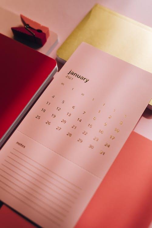 Rosa Kalender Auf Notizbüchern Auf Tabelle