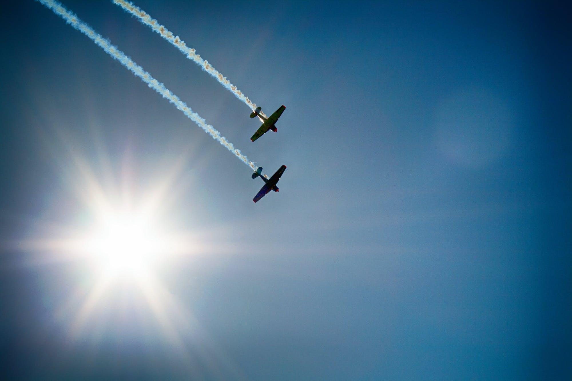 Kostenloses Stock Foto zu flug, flugschau, flugzeuge, grelles sonnenlicht