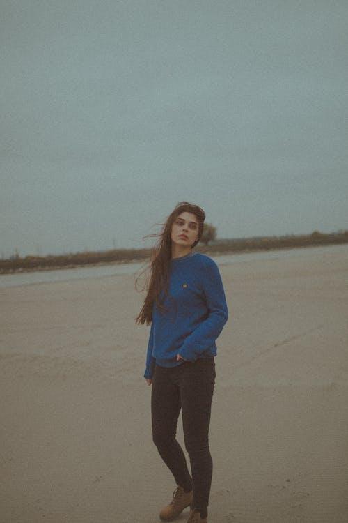 Základová fotografie zdarma na téma brunetka, dáma, den, denní