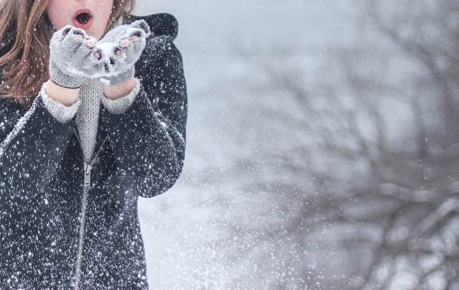 Salju merupakan salah satu bentuk presipitasi