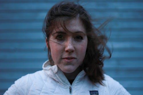 Fotobanka sbezplatnými fotkami na tému ryšavé vlasy, žena, zima