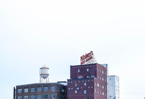 Gratis arkivbilde med arkitektur, blå himmel, by, bygning