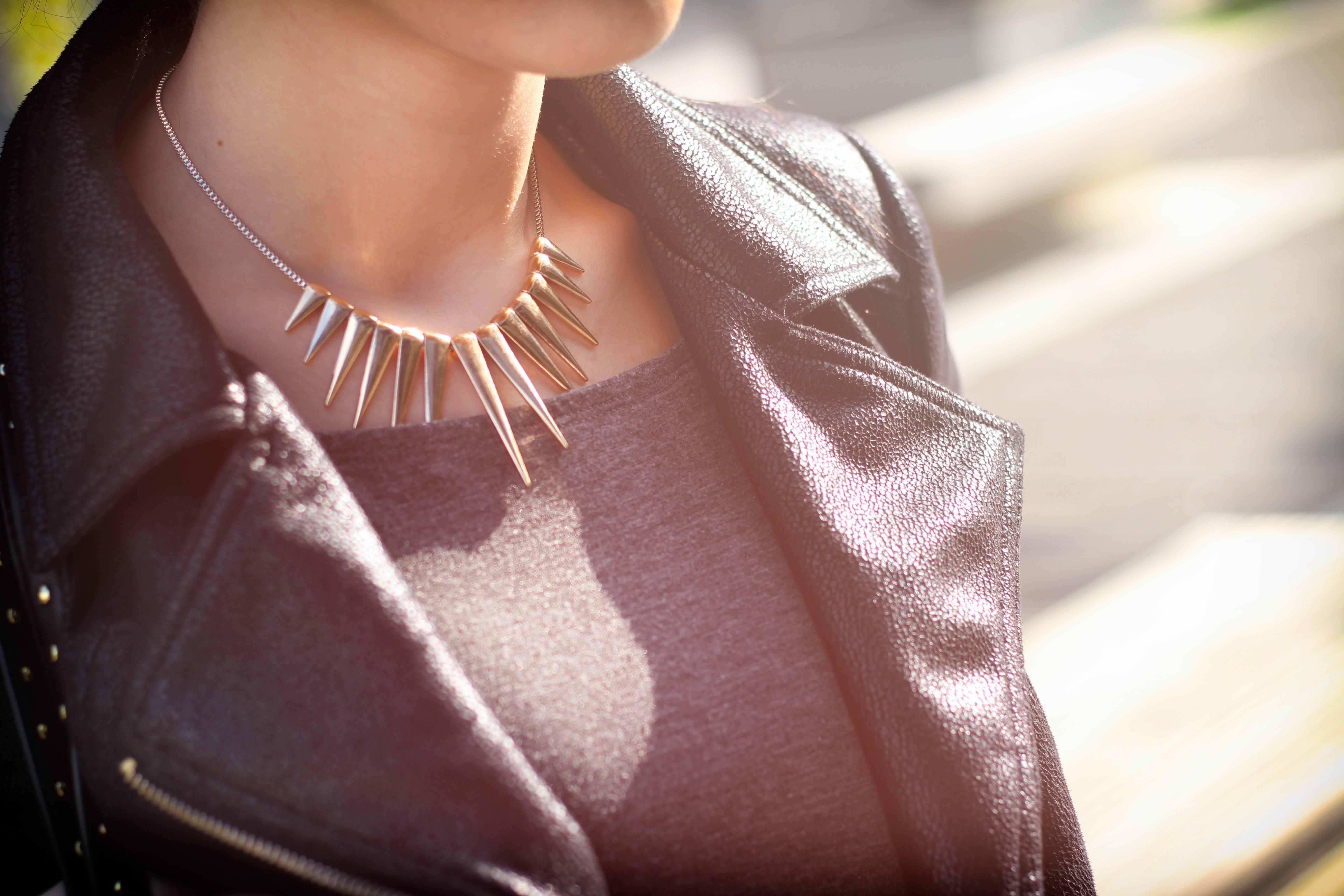 Kostenloses Stock Foto zu frau, hals, nahansicht, neckless