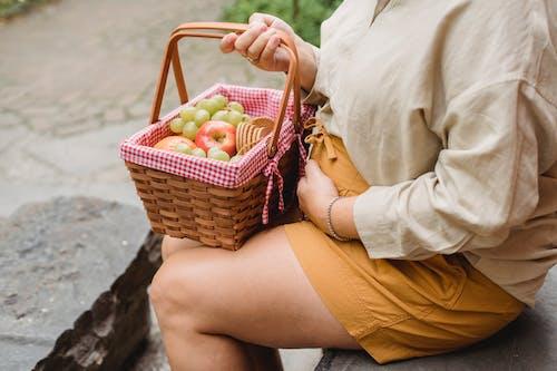 Mujer Embarazada Irreconocible Preparada Para Picnic