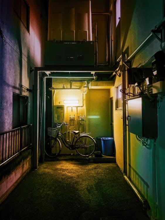 Darmowe zdjęcie z galerii z aleja, beton, ciemny