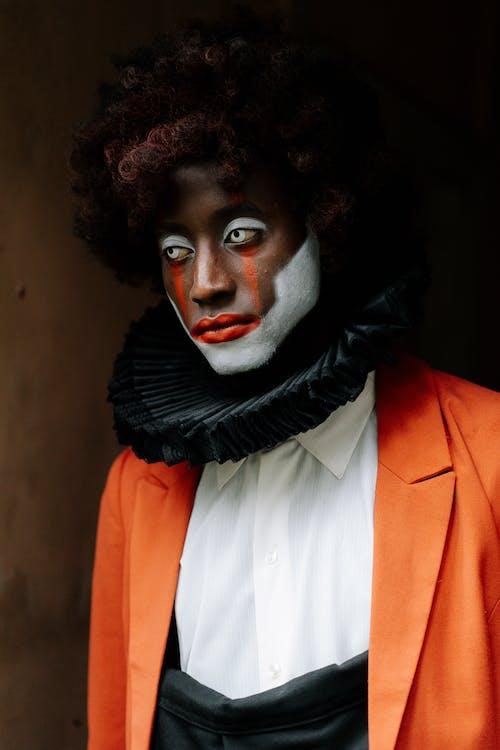 Fotografie bez autorských poplatků na téma afroamerický, černá, červený balón, divný