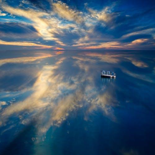 Kostenloses Stock Foto zu blau, himmel, horizont, reflektierung