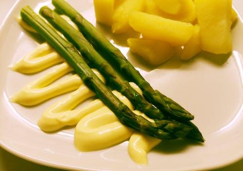 Kostenloses Stock Foto zu essen, gemüse, grüner spargel, hollandaise