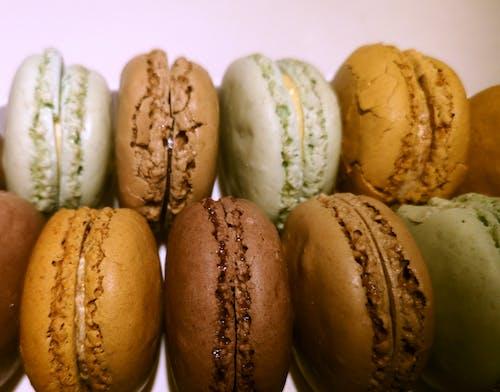 Kostenloses Stock Foto zu bäckerei, farbe, französische macarons, macarons