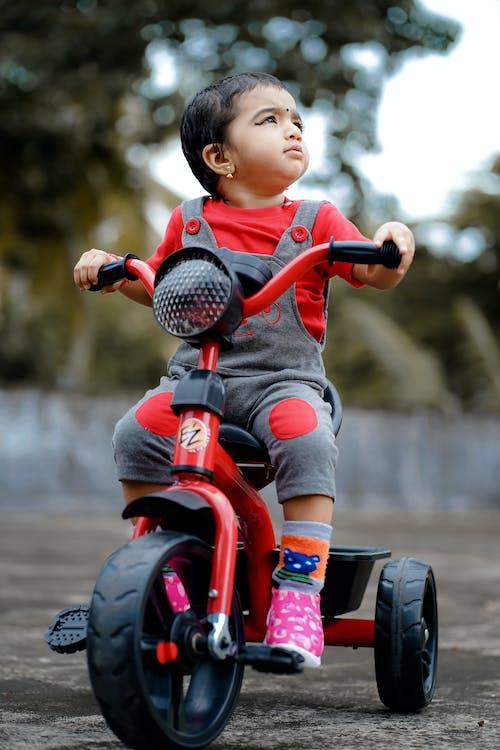 경주, 귀여운, 귀여운 미소, 귀여운 소녀의 무료 스톡 사진