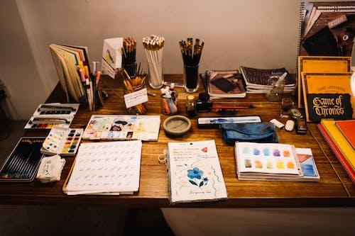 Ilmainen kuvapankkikuva tunnisteilla asetelma, huonekalu, ihmiset, kalligrafia