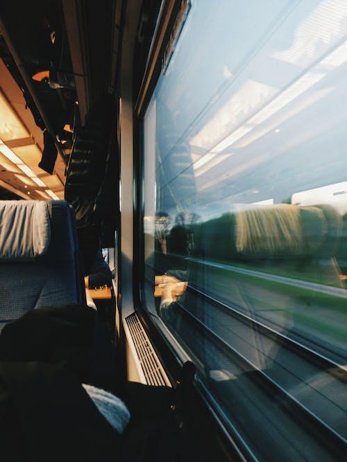 Základová fotografie zdarma na téma dojíždějící, dopravní systém, lokomotiva, moderní