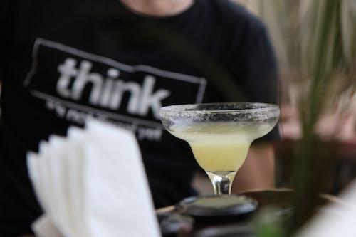 Foto profissional grátis de álcool, bebida, bom tempo, martini