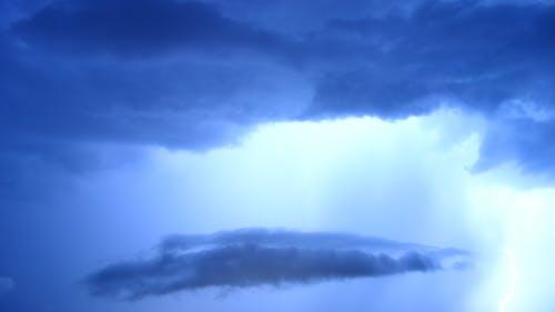 Ilmainen kuvapankkikuva tunnisteilla kuvapankki, myrsky, pilvet, sininen sävy