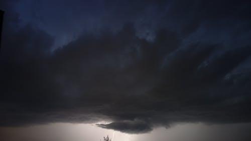 Ilmainen kuvapankkikuva tunnisteilla myrsky, pilvet, salamointi, värin ero