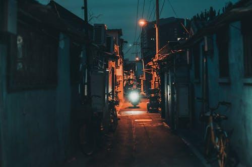 Бесплатное стоковое фото с город, дорога, живой цвет, жизнь