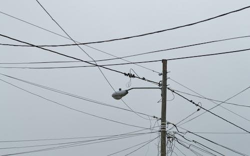 Foto profissional grátis de abajur, atual, cabos, corrente
