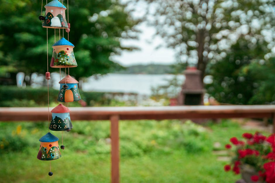 Shallow focus photography of windchimes
