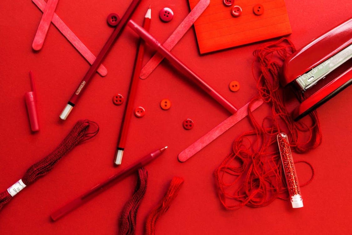 czerwony, długopisy, guziki